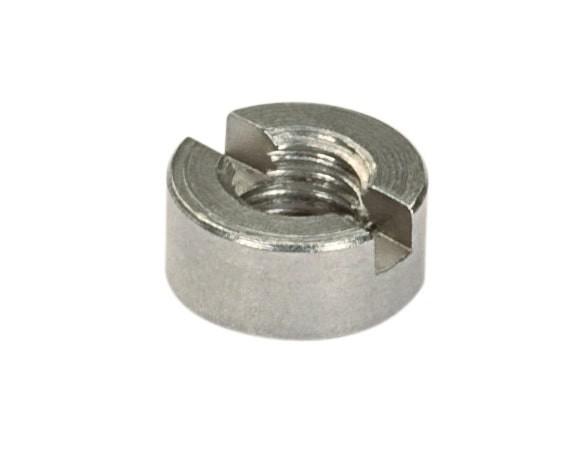 Écrou cylindrique M8 à fente en acier inoxydable